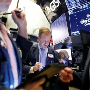 Borse europee in calo, lo spread schizza a quota 167