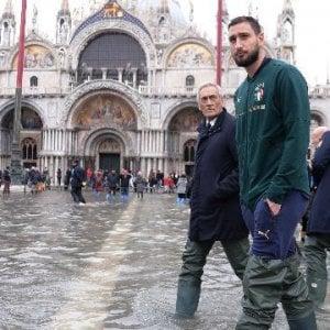 Acqua alta Venezia, nuovo allarme per la marea. Stop per un