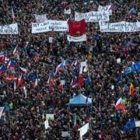 Praga, la generazione di velluto in piazza contro Babis