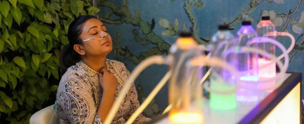 """Troppo smog, a Nuova Delhi nascono gli """"oxygen bar"""" dove il ristoro è l'aria"""