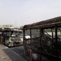 Iran, vittime e migliaia di arresti: saccheggiati negozi e banche. Web oscurato. Rouhani:...
