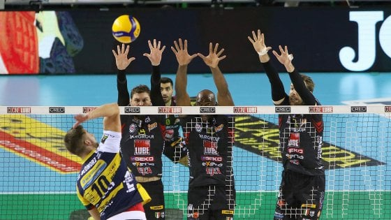 Volley, Superlega: Civitanova domina Modena. Trento sale al secondo posto