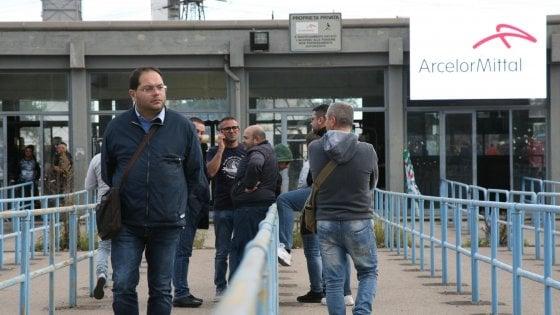 Ex Ilva, ArcelorMittal sospende la chiusura degli impianti. Si estende l'inchiesta della procura di Milano