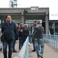 Ex Ilva, ArcelorMittal sospende la chiusura degli impianti. Si estende l'inchiesta di Milano
