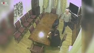 Ecco i video che dimostrano lo spionaggio contro Assange Foto