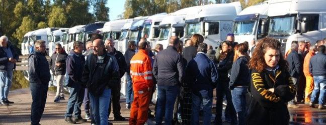 La protesta dei lavoratori dell'indotto ex Ilva: La nostra pazienza non è inosssidabile