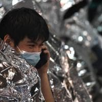 """Hong Kong, oltre 100 studenti ancora asserragliati nel Politecnico. La governatrice: """"Si..."""