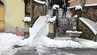 L'antico metodo per togliere la neve dalle strade è da non credere