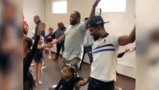 I papà contro gli stereotipi: la lezione di balletto è speciale