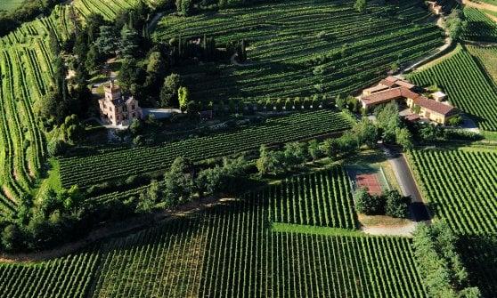 Una vista dall'alto di Castello Bonomi, in Franciacorta