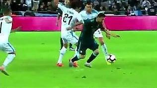La giocata di Messi è pazzesca: così beffa quattro avversari di fila