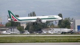 """Alitalia, Atlantia prende tempo: """"Non ci sono ancora le condizioni per offerta"""""""