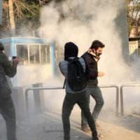 """Iran nel caos, almeno 100 morti: """"Forca per i capi della rivolta"""""""