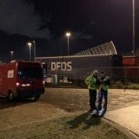 Olanda, 25 migranti in un container frigorifero diretto in Inghilterra: due in ospedale