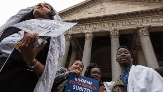"""Cittadinanza, l'appello dei nuovi italiani: """"Tutti in piazza per la riforma"""""""
