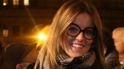 """Insulti sui social all'assessora in piazza con le sardine: """"Ho paura"""". E denuncia Salvini"""