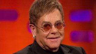 """Elton John, lo show dei ricordi. """"Quella volta sul pavimento con Rod Stewart. Il regalo postumo di Freddie Mercury. I miei figli"""""""