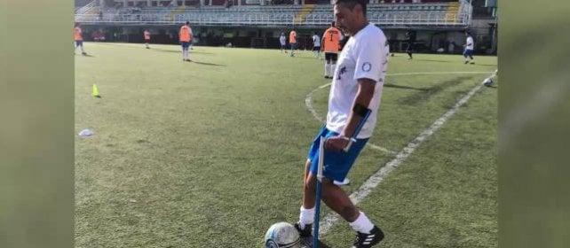 Danilo, che insegna ai ragazzi a ritrovare la voglia di giocare