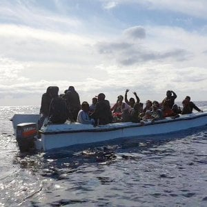 Migranti, un pescatore segnala un naufragio con 67 vittime a