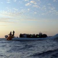 Migranti, sei corpi senza vita sulla spiaggia libica di Al Khoms e si teme per  altri 60...