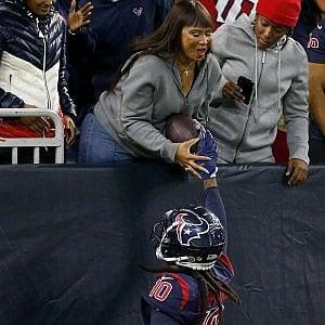 """Nfl, i touchdown speciali di Hopkins per la mamma cieca: """"Ma io lo vedo e sono orgogliosa"""""""