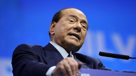 Berlusconi cade a Zagabria, ricoverato a Milano