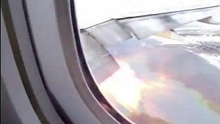 Filma la figlia sull'aereo, ma fuori dal finestrino vede qualcos'altro