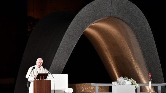 """Francesco a Hiroshima e Nagasaki: """"Mai più la guerra, mai più il boato delle armi"""""""