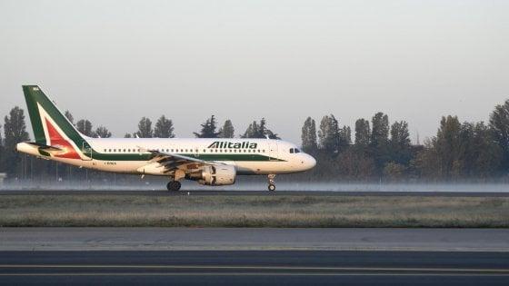 Sciopero voli del 25 novembre: Alitalia cancella 137 voli