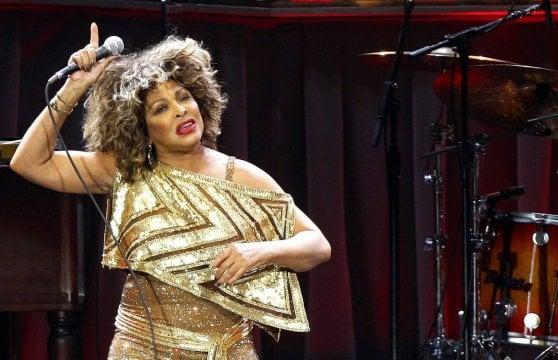 Tina Turner, dalla vita violenta con Ike ai palchi mondiali, la Signora del rock ha 80 anni
