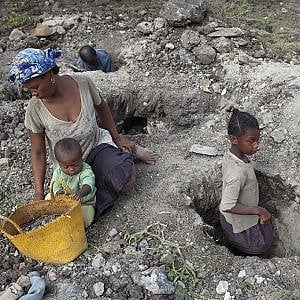 Madagascar, in miniera ad estrarre la Mica ci vanno ragazzini dai 5 ai 17 anni per 4 centesimi al chilo