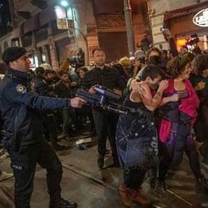 Istanbul, proiettili di gomma sulle donne in piazza per la Giornata contro la violenza