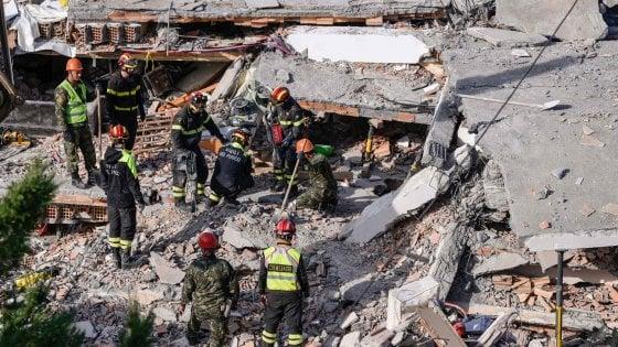 Sisma Albania, nuova forte scossa magnitudo 5.3 vicino Tirana. Sospese le ricerche