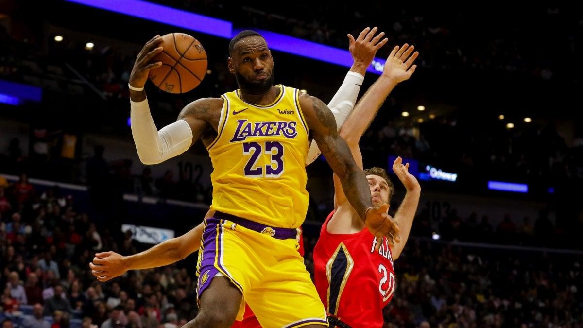Basket, Nba: storico LeBron James, è nel club dei 33mila. Lakers ...