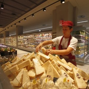 Inflazione, verso un anno dimezzato allo 0,6%. Ma l'effetto maltempo spinge il carrello della spesa