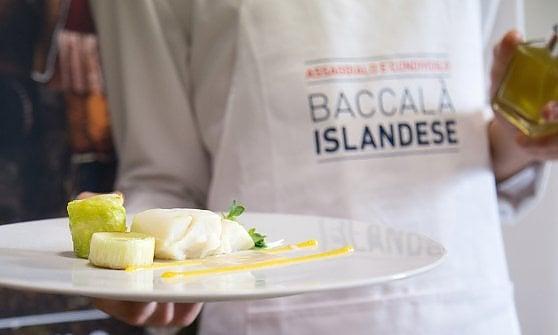 La ricetta: panissa di baccalà con chips di riso, cotenna e gel di pomodoro giallo