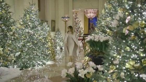 """Stati Uniti, il Natale """"patriottico"""" di Melania Trump alla Casa Bianca"""