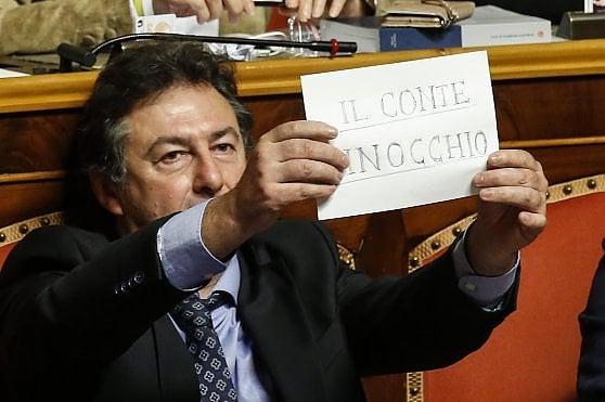 """Mes, Conte alle Camere: """"Trattato non ancora firmato. Da opposizioni accuse infamanti contro di me"""". Salvini: """"Si vergogni"""""""