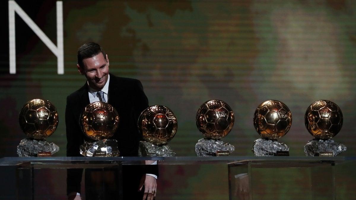"""Pallone d'Oro, vince Messi: è il sesto successo, superato Cristiano Ronaldo. """"Non ho mai smesso di sognare"""""""