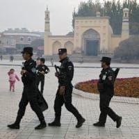 """Usa, Camera approva """"sanzioni a Cina per repressione uiguri"""". Pechino: """"Grave in..."""