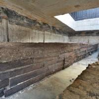 """Dagli scavi della metropolitana le tavole dell'antica Roma. """"Legno di quercia di 2000 anni..."""