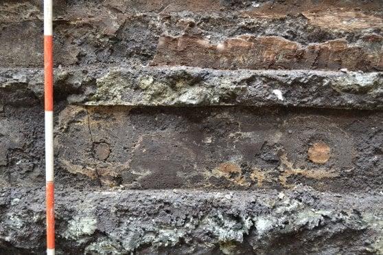 """Dagli scavi della metropolitana le tavole di legno dell'antica Roma. """"Legno di quercia di 2000 anni fa"""""""