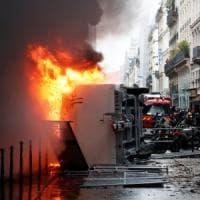 Sciopero contro la riforma delle pensioni blocca la Francia: black bloc in piazza e...