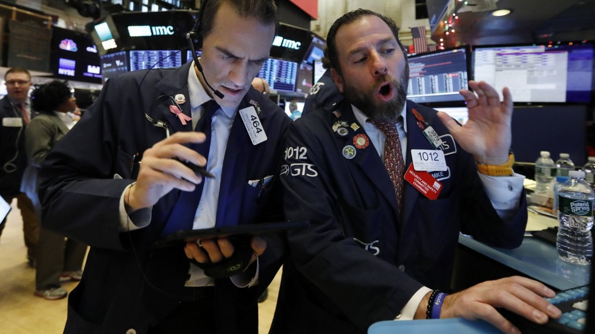 La Cina tende la mano agli Usa sui dazi, Borse positive. Petrolio sale con i tagli Opec