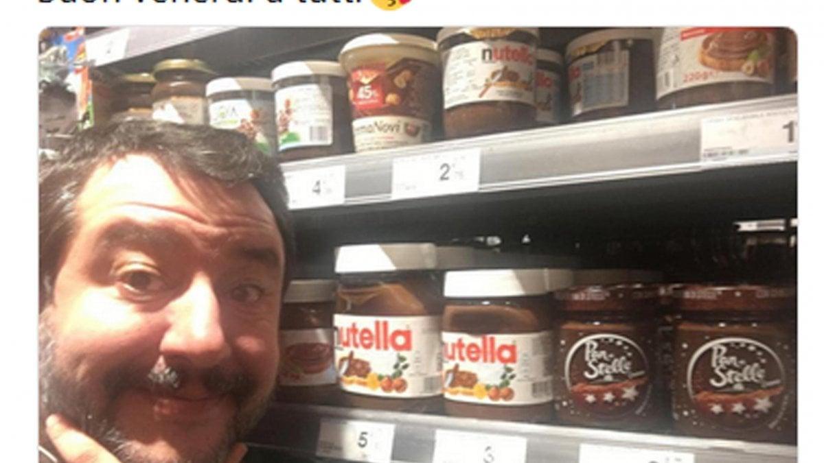 """Salvini fa un passo indietro: """"Addolcisco la giornata con una fetta di ..."""