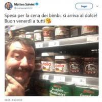 """Salvini fa un passo indietro: """"Addolcisco la giornata con una fetta di pane e Nutella"""""""