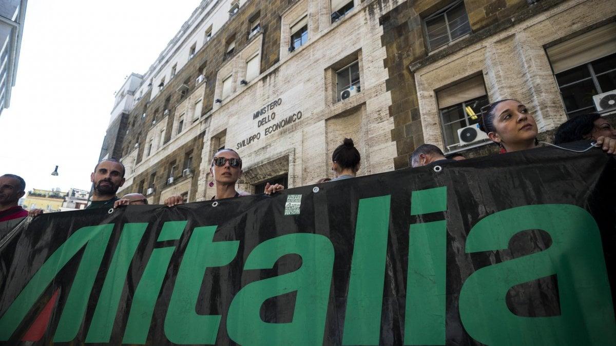Alitalia, chiesta la proroga della cassa integrazione fino al 23 marzo