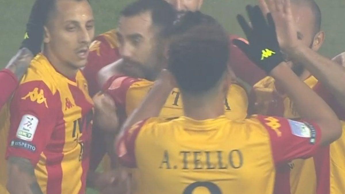 Serie B, Benevento-Trapani 5-0: tripletta di Viola, la capolista vola