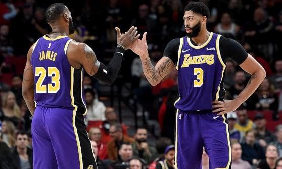 Basket, Nba: Milwaukee travolge i Clippers, i Lakers passano a Portland