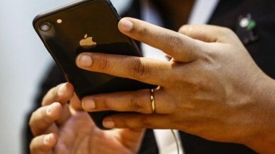 Un miliardo di dollari e Apple si sgancia dalla Cina: i mode